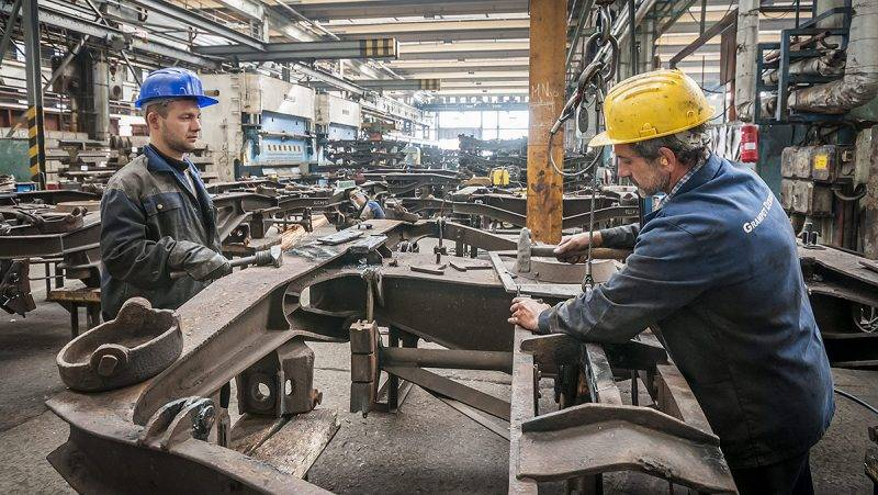Debrecen, 2013. szeptember 16.Munkások dolgoznak a Grampet Debreceni Vagongyár Kft. üzemcsarnokában Debrecenben 2013. szeptember 13-án.MTI Fotó: Czeglédi Zsolt