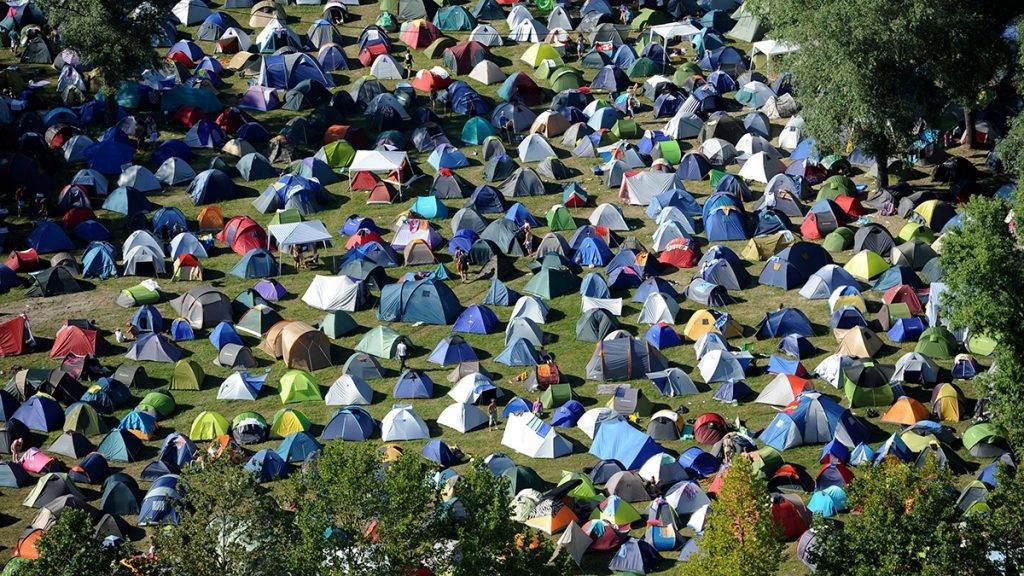 Zamárdi, 2010. július 9.Légi felvétel a 2010. július 8-tól július 11-ig megrendezésre kerülő Balaton Sound helyszínéről, a zamárdi sátortáborról a fesztivál második napján.MTI Fotó: H. Szabó Sándor