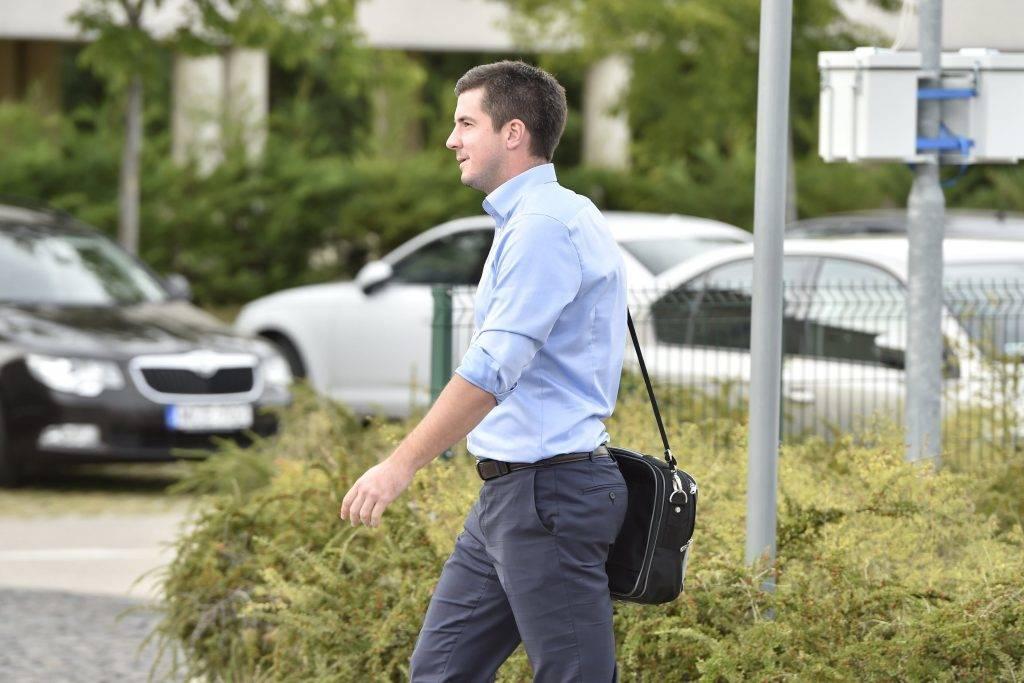 Velence, 2017. szeptember 13. Kocsis Máté Józsefváros polgármestere (Fidesz-KDNP) érkezik a Fidesz-KDNP frakciószövetség háromnapos kihelyezett ülésére a velencei Velence Resort & Spa szállodához 2017. szeptember 13-án. MTI Fotó: Máthé Zoltán