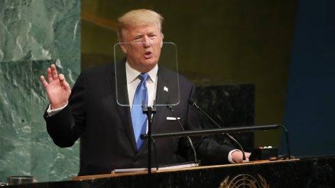 New York, 2017. szeptember 19. Donald Trump amerikai elnök az ENSZ Közgyûlése 72. ülésszakának nyitóülésén a világszervezet New York-i székházában 2017. szeptember 19-én. (MTI/EPA/Andrew Gombert)