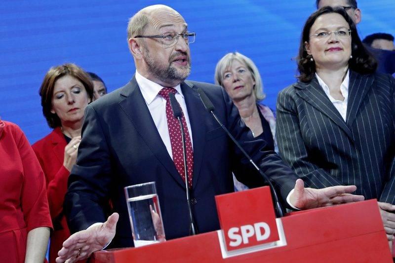 Berlin, 2017. szeptember 24. Martin Schulz, a Német Szociáldemokrata Párt, az SPD kancellárjelöltje a párt berlini eredményváró rendezvényén a német parlamenti választások estéjén, 2017. szeptember 24-én. (MTI/EPA/Felipe Trueba)