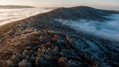 Pécs, 2013. december 19.A Mecsek a köd felett a pécsi tv-toronyból fotózva 2013. december 19-én.MTI Fotó: Sóki Tamás