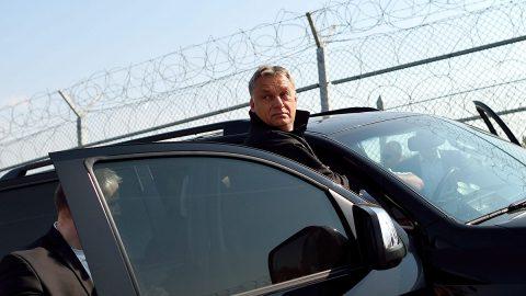 Leszovo, 2016. szeptember 14.Orbán Viktor miniszterelnök érkezik a bolgár-török határnál tartott határszemlére Leszovo közelében 2016. szeptember 14-én. (MTI/EPA/Vasszil Donyev)