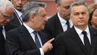 Speyer, 2017. július 1. Antonio Tajani, az Európai Parlament elnöke (k, balra), Orbán Viktor miniszterelnök (k, jobbra) és Balog Zoltán, az emberi erõforrások minisztere (b) érkezik Helmut Kohl egykori német kancellárnak a Rajna-vidék-Pfalz német tartománybeli Speyer székesegyházában tartandó gyászmiséjére 2017. július 1-jén. Helmut Kohl július 16-án, 87 éves korában hunyt el a délnyugat-németországi Oggersheimben levõ otthonában. (MTI/EPA/Daniel Kopatsch)