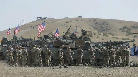 Vaizani, 2017. augusztus 12.Amerikai katonák készülnek a Noble Partner 2017 (Nemes Partner) fedőnevű nemzetközi NATO-hadgyakorlat záróünnepségére a georgiai főváros, Tbiliszi közelében levő Vaziani támaszpontján 2017. augusztus 12-én. A nem NATO-tag Örményország, valamint a csatlakozásra váró Georgia és Ukrajna kontingense mellett az amerikai alakulaton kívül brit, német, török és szlovén egységek vettek részt a július 30-án kezdődőtt összevont gyakorlaton. (MTI/EPA/Zurab Kurcikizde)