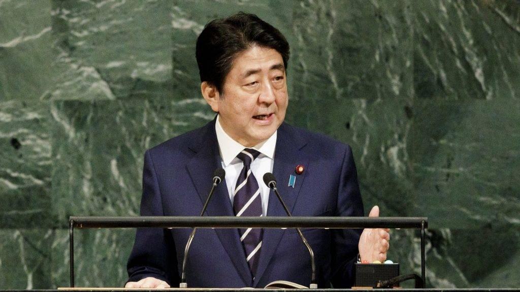New York, 2017. szeptember 20. Abe Sindzó japán miniszterelnök az ENSZ Közgyûlése 72. ülésszakának ülésén a világszervezet New York-i székházában 2017. szeptember 20-án. (MTI/EPA/Justin Lane)