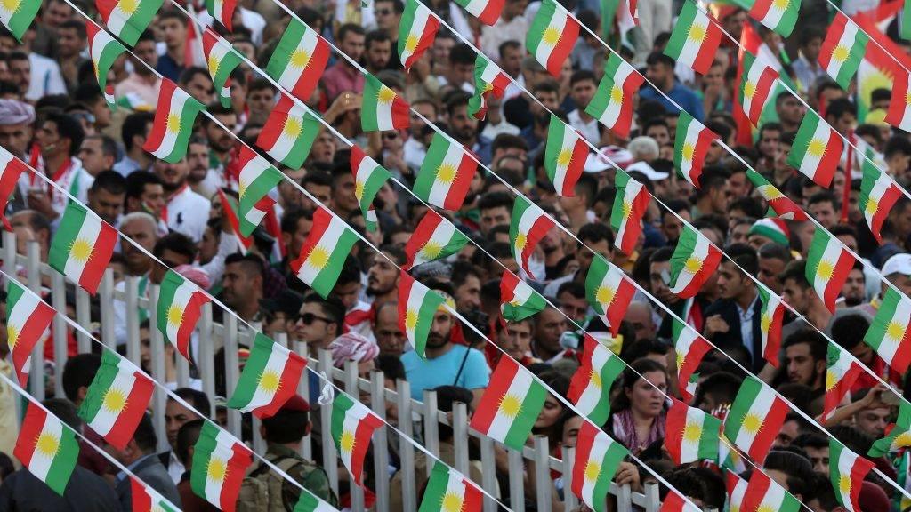 Erbíl, 2017. szeptember 22. A kurdisztáni függetlenséget támogató nagygyûlés a Franszo Hariri Stadionban, az észak-iraki kurd autonóm régió székhelyén, Erbílben 2017. szeptember 22-én. A tervek szerint az iraki Kurdisztánban szeptember 25-én népszavazást tartanak a függetlenségrõl. (MTI/EPA/Mohamed Meszara)