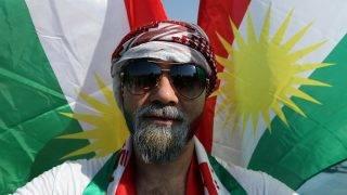 Erbíl, 2017. szeptember 22. A kurdisztáni függetlenséget támogató nagygyûlés egyik résztvevõje a Franszo Hariri Stadionban, az észak-iraki kurd autonóm régió székhelyén, Erbílben 2017. szeptember 22-én. A tervek szerint az iraki Kurdisztánban szeptember 25-én népszavazást tartanak a függetlenségrõl. (MTI/EPA/Mohamed Meszara)