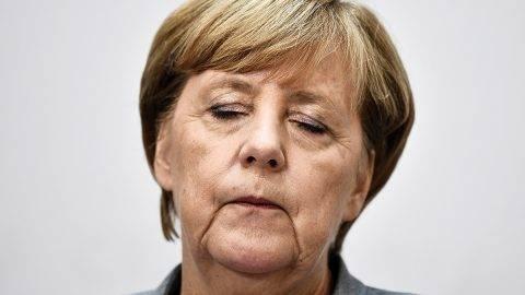 Berlin, 2017. szeptember 25.A német parlamenti választásokon győztes Angela Merkel német kancellár, a Kereszténydemokrata Unió, a CDU elnöke sajtótájékoztatót tart a párt elnökségi ülését követően Berlinben 2017. szeptember 25-én, a választások másnapján. A CDU és a Keresztényszociális Unió, CSU alkotta jobbközép pártszövetség a szavazatok 33 százalékát szerezte meg, a legtöbb mandátumot biztosítva ezzel a szövetségi parlamentben. (MTI/EPA/Christian Bruna)