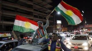 Erbíl, 2017. szeptember 28.Iraki kurdok ünnepelnek az észak-iraki kurd autonóm régió székhelyén, Erbílben 2017. szeptember 27-én, mert az iraki Kurdisztán függetlenségéről rendezett népszavazáson az önálló kurd állam létrehozása mellett voksolt a résztvevők csaknem 93 százaléka. (MTI/EPA/Mohamed Meszara)