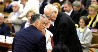 Budapest, 2017. szeptember 16. Orbán Viktor miniszterelnök (b) és Erdõ Péter bíboros, esztergom-budapesti érsek (j) a Keresztény Értelmiségiek Szövetségének (KÉSZ) 11. kongresszusán az Országház Felsõházi termében 2017. szeptember 16-án. MTI Fotó: Bruzák Noémi