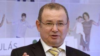Lantos Csaba, a kórház tulajdonosa beszél a felújított Róbert Károly Magánkórház sajtótájékoztatóján 2016. január 15-én. A 4000 négyzetméter alapterületű kórházat másfél év alatt újították fel. MTI Fotó: Bruzák Noémi