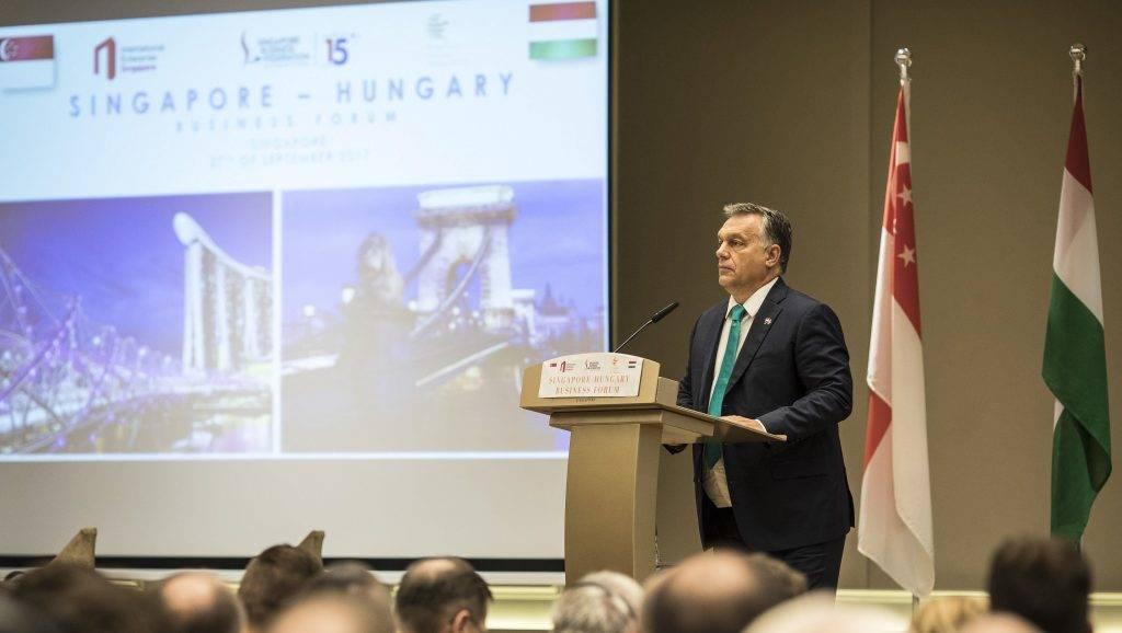 Szingapúr, 2017. szeptember 27. A Miniszterelnöki Sajtóiroda által közreadott képen Orbán Viktor miniszterelnök beszédet mond a magyar-szingapúri üzleti fórumon Szingapúrban 2017. szeptember 27-én. MTI Fotó: Miniszterelnöki Sajtóiroda / Szecsõdi Balázs