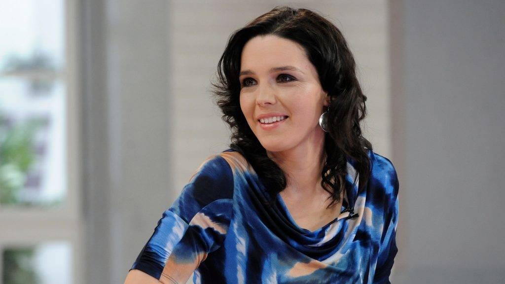 Budapest, 2013. március 19. Szöllősi Györgyi televíziós műsorvezető az M1 televíziós csatorna Ridikül című női beszélgetős műsorában, az MTVA gyártóbázisának 7-es stúdiójában. MTVA Fotó: Zih Zsolt