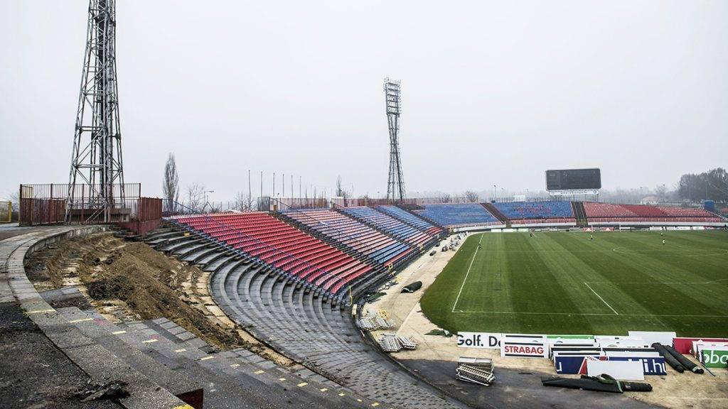Székesfehérvár, 2015. december 21.A bontás alatt álló székesfehérvári Sóstói Stadion 2015. december 21-én. Az OTP Bank Ligában címvédő Videoton FC új, 14 ezer néző befogadására alkalmas stadionja a tervek szerint 2017 júniusára készül el.MTI Fotó: Bodnár Boglárka