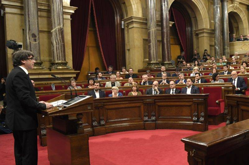 Catalan regional government president Carles Puigdemont (L) gives a speech at the Catalan regional parliament in Barcelona on October 10, 2017. Spain's worst political crisis in a generation will come to a head as Catalonia's leader could declare independence from Madrid in a move likely to send shockwaves through Europe.  / AFP PHOTO / LLUIS GENE