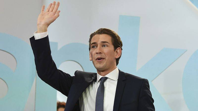 Austria's Foreign Minister and leader of Austria's centre-right People's Party (OeVP) Sebastian Kurz waves to supporters during the party's election event following the general elections in Vienna, Austria, on October 15, 2017.  / AFP PHOTO / APA / ROBERT JAEGER / Austria OUT