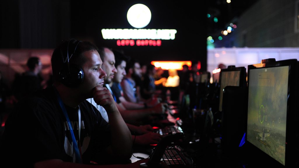 Gamers play World of Warplanes on the third day  of the E3 videogame extravaganza in Los Angeles on June7, 2012 in California. Some 45,700 video game industry professionals, investor analysts, retailers and journalists from over a hundered countries attended this week's Electronic Entertainment Expo (E3 2012) in Los Angeles which ended today, the Entertainment Software Association (ESA) announced today. AFP PHOTO/Frederic J. BROWN / AFP PHOTO / FREDERIC J. BROWN