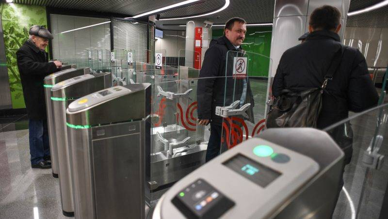 3050573 03/16/2017 Passengers at the Ramenki Metro Station. Vladimir Astapkovich/Sputnik