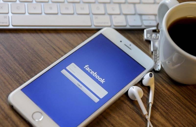 ANKARA, TURKEY - OCTOBER 24: A smart phone showing facebook application is seen in Ankara, Turkey on October 24, 2017.  Aytac Unal / Anadolu Agency