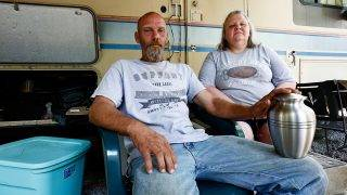 Richard Saunders and Angie Saunders are pictured in Townsend, Tennessee, U.S. July 21, 2017.     Picture taken July 21, 2017. REUTERS/Wade Payne - To match Special Report USA-BODIES/CODY