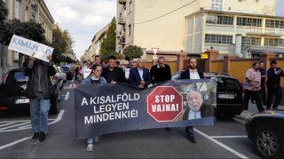 A Kisalföld elé vonultak a demonstrálók Fotó: Infovilág.com (engedéllyel)
