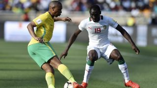 South Africa's Andile Jali (L) passes Senegal's Saliou Ciss (R)  during the 2018 World Cup qualifying football match between South Africa and Senegal on November 12, 2016 at the Peter Mokaba stadium in Polokwane. / AFP PHOTO / STRINGER