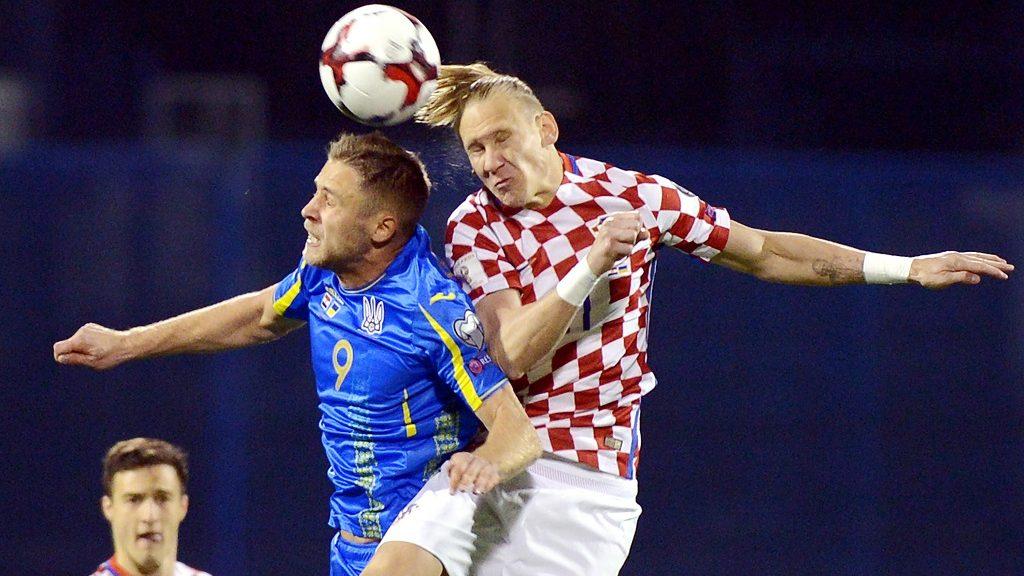 Croatia's defender Domagoj Vida (R) and Ukraine's forward Artem Kravets go for a header during the FIFA World Cup 2018 qualifying football match Croatia vs Ukraine on March 24, 2017 in Zagreb.  / AFP PHOTO / STRINGER / ALTERNATIVE CROP