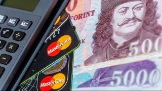 Budapest, 2015. május 9. Számológép, bankkártyák és bankjegyek a gazdasági, pénzügyi események, hírek illusztrálására. MTVA/Bizományosi: Faluldi Imre  *************************** Kedves Felhasználó! Az Ön által most kiválasztott fénykép nem képezi az MTI fotókiadásának, valamint az MTVA fotóarchívumának szerves részét. A kép tartalmáért és a szövegért a fotó készítõje vállalja a felelõsséget.