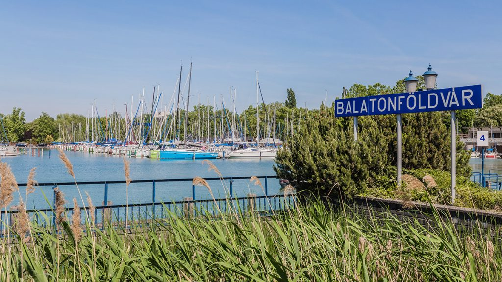 Balatonföldvár, 2017. május 19.Vitorláshajók várakoznak a balatonföldvári hajóállomás kikötőjében, kihajózásra várva.MTVA/Bizományosi: Faludi Imre ***************************Kedves Felhasználó!Ez a fotó nem a Duna Médiaszolgáltató Zrt./MTI által készített és kiadott fényképfelvétel, így harmadik személy által támasztott bárminemű – különösen szerzői jogi, szomszédos jogi és személyiségi jogi – igényért a fotó készítője közvetlenül maga áll helyt, az MTVA felelőssége e körben kizárt.