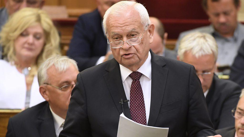 Budapest, 2017. június 12. Harrach Péter, a KDNP frakcióvezetõje napirend elõtt felszólal az Országgyûlés plenáris  ülésén 2017. június 12-én. MTI Fotó: Kovács Tamás