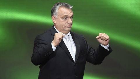 Budapest, 2017. október 23.Orbán Viktor miniszterelnök az 1956-os forradalom és szabadságharc emléknapján tartott állami ünnepségen a Terror Háza Múzeum előtt 2017. október 23-án.MTI Fotó: Kovács Tamás