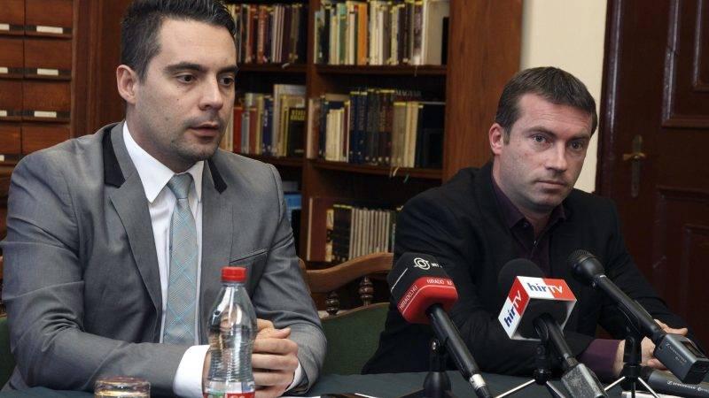 Devecser, 2015. február 2. Vona Gábor, a Jobbik elnöke (b) és Ferenczi Gábor polgármester sajtótájékoztatót tart párt devecseri kihelyezett elnökségi ülése után 2015. február 1-jén. MTI Fotó: Nagy Lajos