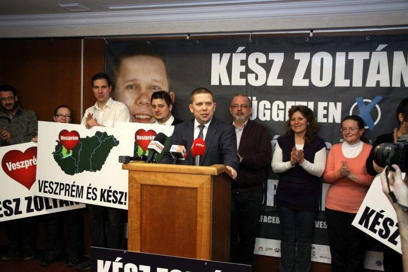 Veszprém, 2015. február 22. Kész Zoltán, a baloldali pártok által támogatott független jelölt (k) sajtótájékoztatót tart, miután megnyerte a veszprémi idõközi országgyûlési képviselõ-választást 2015. február 22-én. Veszprém megye 1-es számú egyéni választókerületében azért kellett idõközi választást tartani, mert Navracsics Tibort, a választókerület korábbi fideszes országgyûlési képviselõjét uniós biztossá nevezték ki, ezért lemondott országgyûlési mandátumáról. MTI Fotó: Nagy Lajos