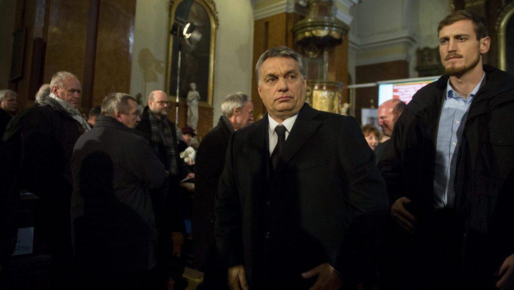 Budaörs, 2016. január 19. Orbán Viktor miniszterelnök (j2) a magyarországi németek elhurcolásának és elûzetésének emléknapja alkalmából rendezett megemlékezésen a budaörsi Nepomuki Szent János-templomban 2016. január 19-én. MTI Fotó: Illyés Tibor