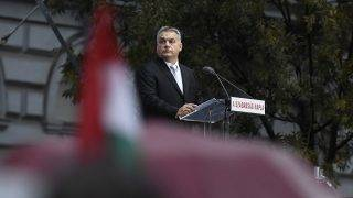 Budapest, 2017. október 23.Orbán Viktor miniszterelnök beszédet mond az 1956-os forradalom és szabadságharc emléknapján tartott állami ünnepségen a Terror Háza Múzeum előtt 2017. október 23-án.MTI Fotó: Koszticsák Szilárd