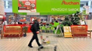 Budapest, 2012. január 10.A pénzügyi sarok az Auchan soroksári áruházában.MTI Fotó: Máthé Zoltán