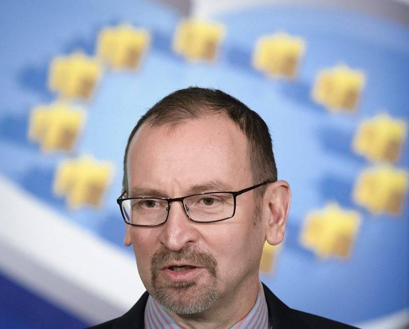 Debrecen, 2014. május 12.Szájer József, a Fidesz-KDNP európai parlamenti (EP) képviselője beszél az EP-választást megelőző országjáráson a debreceni Belvárosi Közösségi Házban 2014. május 12-én.MTI Fotó: Czeglédi Zsolt