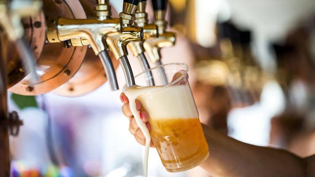 Budapest, 2017. augusztus 19.Csapolt sör a Magyar Ízek Utcája rendezvényen az I. kerületi Lánchíd utcában 2017. augusztus 19-én.MTI Fotó: Mohai Balázs