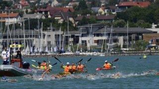 Balatonfüred, 2017. július 19. Versenyzõk a nõi 5 kilométeres nyíltvízi úszás versenyszámának döntõjében Balatonfüreden 2017. július 19-én. MTI Fotó: Szigetváry Zsolt