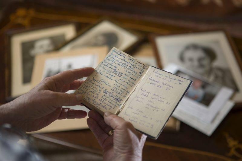 Bodrogi Zsuzsa Holokauszt túlélő nagymamájával Újpalotán 2017 augusztus 22-én