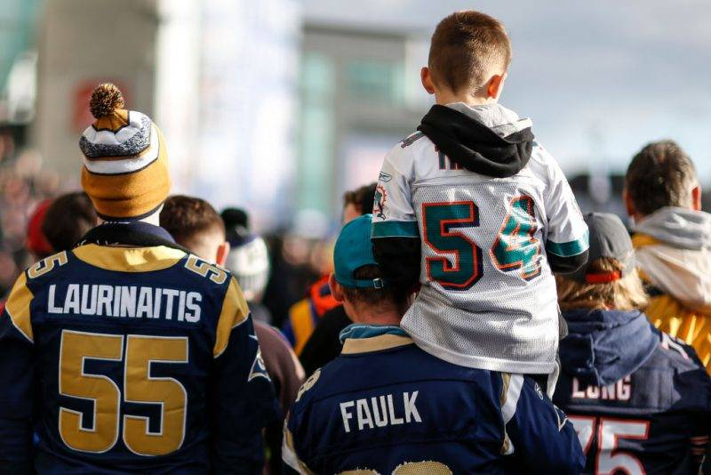 LONDON, ENGLAND - OCTOBER 22: Fans try to get a view as the players arrive during the NFL match between the Arizona Cardinals and the Los Angeles Rams at Twickenham Stadium on October 22, 2017 in London, England. (Photo by Alan Crowhurst/Getty Images)