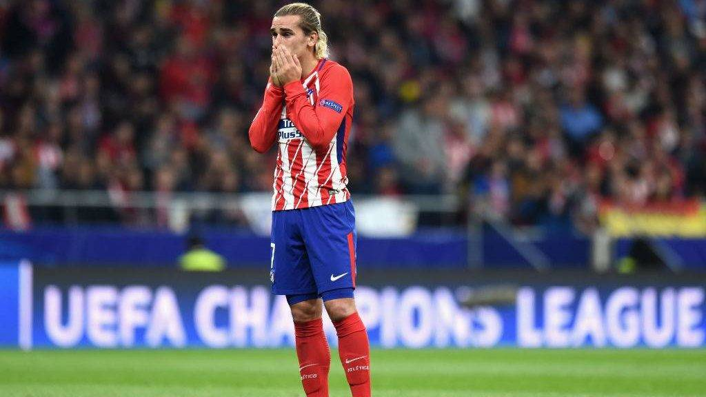 MADRID, SPAIN - OCTOBER 31:  Antoine Griezmann of Atletico Madrid looks dejected during the UEFA Champions League group C match between Atletico Madrid and Qarabag FK at Estadio Wanda Metropolitano on October 31, 2017 in Madrid, Spain.  (Photo by Denis Doyle/Getty Images)