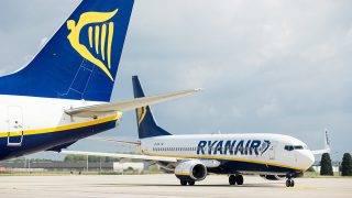 Charleroi, 2017. szeptember 19.A Ryanair ír légitársaság repülőgépei a belgiumi Charleroi repülőtéren 2017. szeptember 19-én. A cég több mint 2000 járatát törölte, ebből 143 Belgiumból induló járatot pilótahiány, a légiforgalmi irányítás kapacitásának szűkössége, a sztrájkok, a kedvezőtlen időjárás, valamint a személyzet szabadságának kötelező kiadása miatt. (MTI/EPA/Stephanie Lecocq)