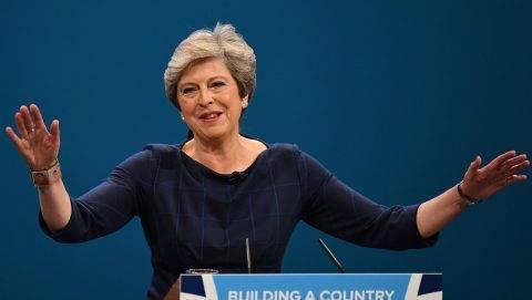 Manchester, 2017. október 4. Theresa May brit miniszterelnök, a Konzervatív Párt vezetõje beszél a párt manchesteri konferenciájának zárónapján, 2017. október 4-én. (MTI/EPA/Facundo Arrizabalaga)