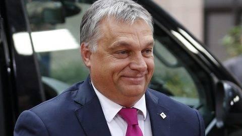 Brüsszel, 2017. október 19. Orbán Viktor miniszterelnök érkezik az Európai Néppárt (EPP) vezetõinek ülésére Brüsszelben 2017. október 19-én, az Európai Unió kétnapos brüsszeli csúcstalálkozója elõtt. (MTI/EPA/Julien Warnand)