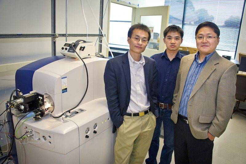 2012 Berkeley Lab R&D100 Award winner - Peidong Yang, Pan Mao and Daojing Wang at Potter Street Lab.