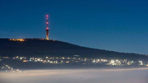 Köd Pécs felett, háttérben a tévétorony a Makártetőről fotózva 2015. december 27-én. MTI Fotó: Sóki Tamás