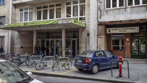 Budapest, 2017. március 17. Az Ódry Színpad és a Színház- és Filmmûvészeti Egyetem bejáratai a VIII. kerület Vas utca 2c-ben. MTVA/Bizományosi: Róka László  *************************** Kedves Felhasználó! Ez a fotó nem a Duna Médiaszolgáltató Zrt./MTI által készített és kiadott fényképfelvétel, így harmadik személy által támasztott bárminemû – különösen szerzõi jogi, szomszédos jogi és személyiségi jogi – igényért a fotó készítõje közvetlenül maga áll helyt, az MTVA felelõssége e körben kizárt.
