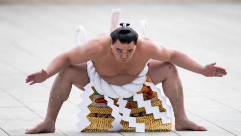 "Mongolian-born sumo grand champion or ""yokozuna"" Harumafuji performs a ring-entering ceremony at Meiji Shrine in Tokyo on January 6, 2017.   Three sumo grand champions, Hakuho, Kakuryu and Harumafuji, made their New Year pilgrimage at the shrine.   / AFP PHOTO / Behrouz MEHRI"